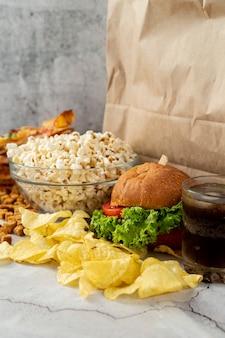 Close-up comida rápida en la mesa