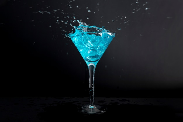 Close-up deliciosa bebida alcohólica lista para ser servida