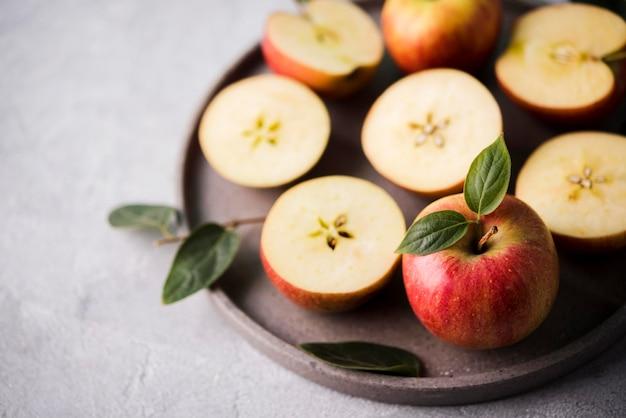 Close-up deliciosas manzanas listas para ser servidas
