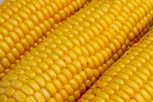 Close-up deliciosas mazorcas de maíz