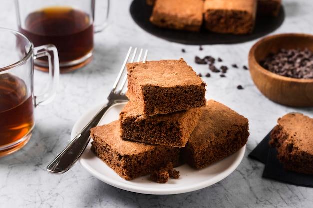 Close-up deliciosos brownies listos para ser servidos