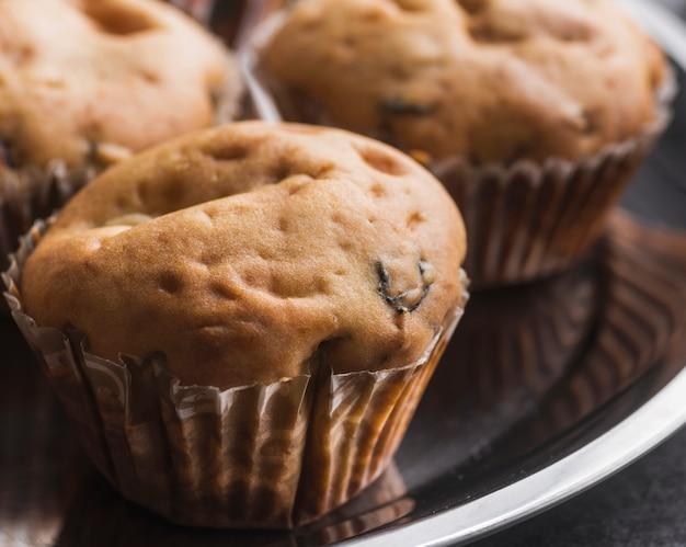 Close-up deliciosos muffins en una bandeja