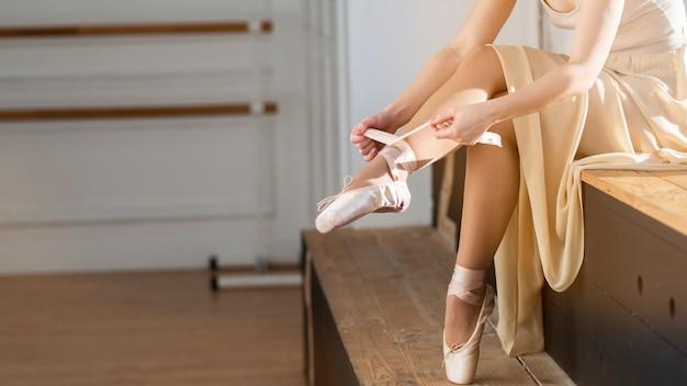 Close-up elegante bailarina de ballet