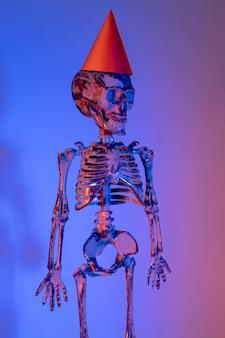Close-up espeluznante esqueleto de halloween