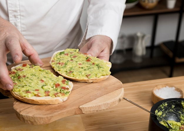 Close-up guacamole sobre pan