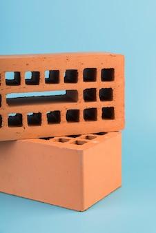 Close-up ladrillos marrones apilados