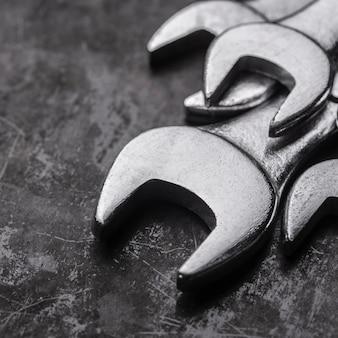 Close-up de llaves de metal