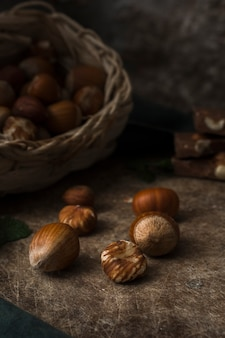 Close-up mezcla de nueces sobre la mesa