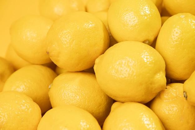 Close-up montón de limones crudos