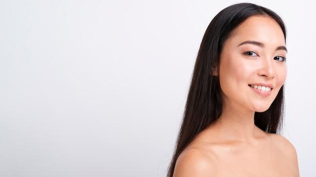 Close-up mujer asiática con espacio de copia