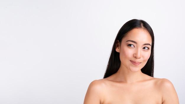 Close-up mujer bonita con espacio de copia