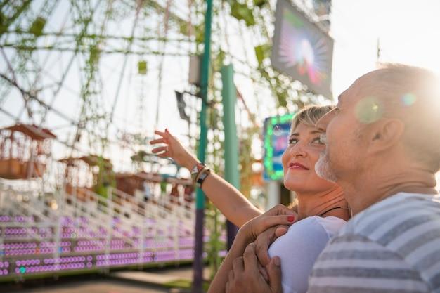 Close-up personas felices al aire libre