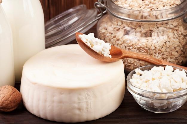 Close-up de queso y productos lácteos