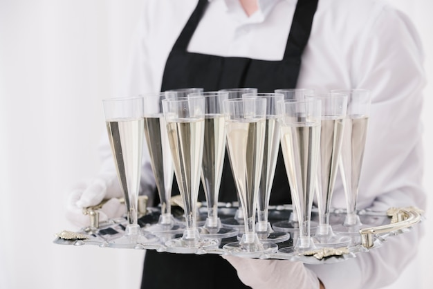Close-up vasos llenos de champaña