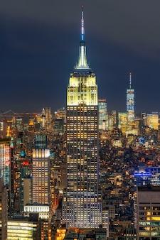 Closeup escena superior del paisaje urbano de la ciudad de nueva york en el bajo manhattan en el momento del crepúsculo, ee.uu.