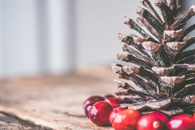 Closeup foto de piñas decorativas para navidad