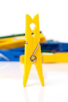 Closeup imagen de pinzas para la ropa coloridas