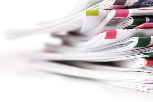 Closeup pila de periódico