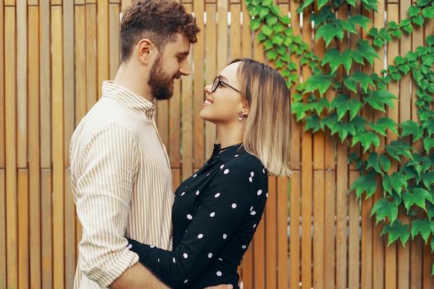 Closeup retrato de una pareja amorosa