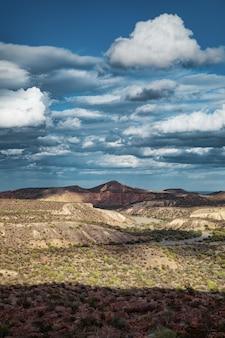 Cloudscape espectacular sobre el cañón escénico en el camino a santa rosalía, baja california, méxico