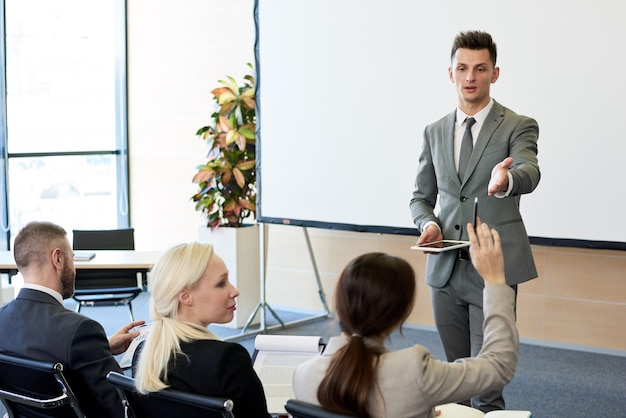 Coach de negocios en seminario