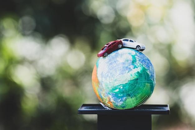Coche rojo en arcilla modelo globo con equilibrio de escalas de radar