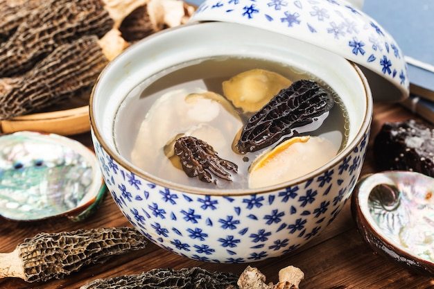 Cocina china-abulón y sopa de morel