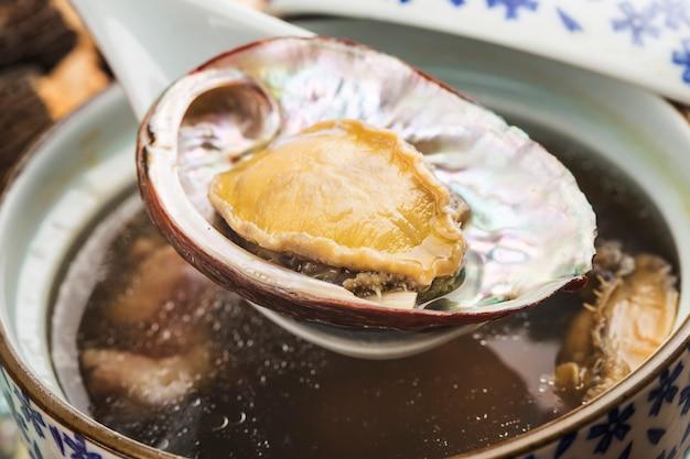 Cocina china: sopa de abulón y morillas