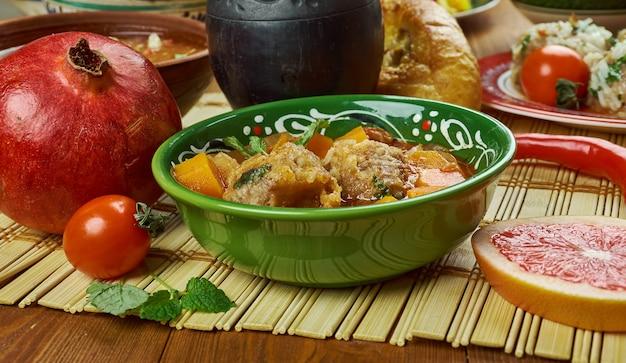 Cocina iraní: oshe anor, sopa de albóndigas,