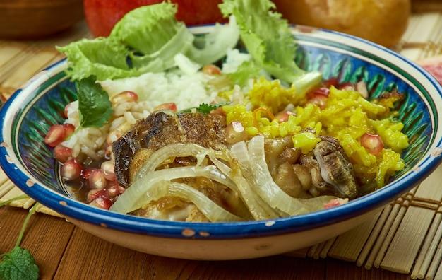 Cocina iraní: zereshk polo morgh, pollo hecho clásico persa y arroz persa.