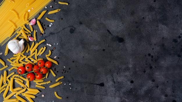 Cocina italiana, vista superior, espacio de copia, horizontal, foto, fondo, con, espaguetis, pasta, tomate, cereza