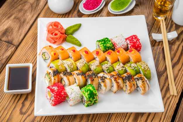 Cocina japonesa con mariscos frescos.