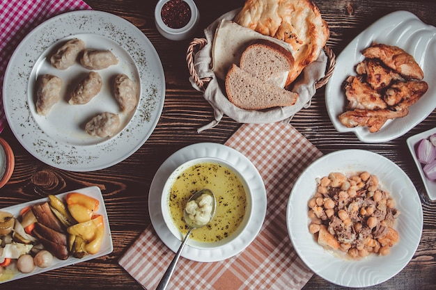 Cocina nacional azerí de dyushbar, gyurza, piti y encurtidos