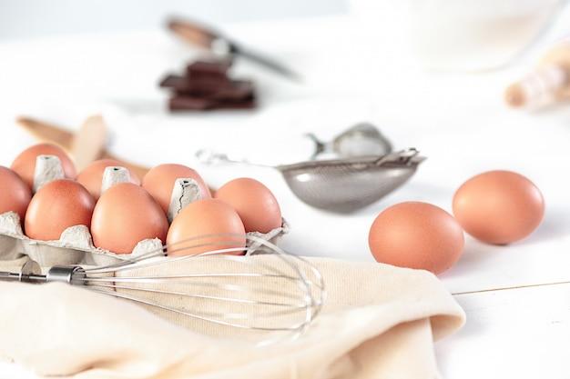 La cocina rústica con huevos.