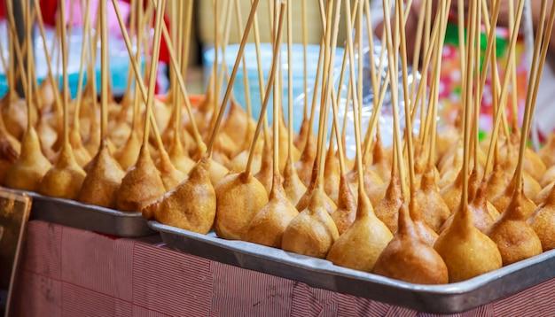 Cocina tradicional tailandesa merienda dulce postre comida de la calle