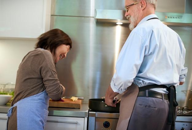 Cocinar el concepto de unidad de pareja senior