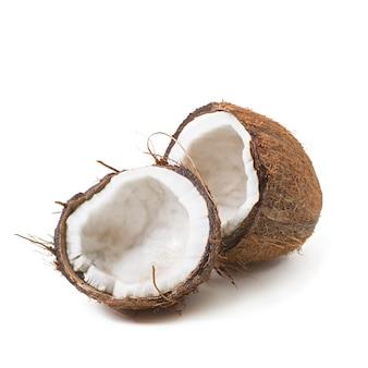 Coco aislado sobre fondo blanco.