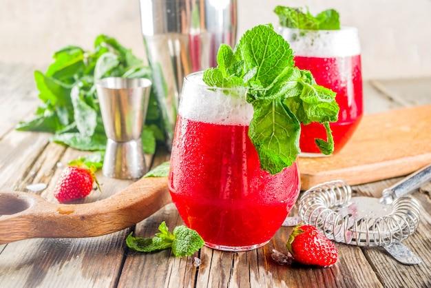 Cóctel de alcohol dulce de verano akvavit