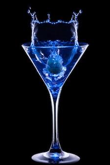 Cóctel azul colorido