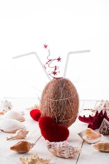 Cóctel de coco. día de san valentín.