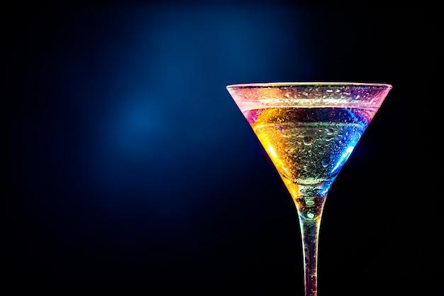 Cóctel colorido concepto de bebida fiesta