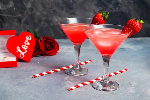 Cóctel de fresa para la escena romántica de cerca