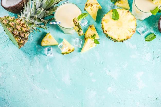 Cóctel helado de piña colada, bebida de verano tropicalv