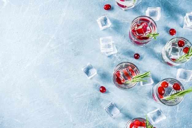 Cóctel de invierno con arándanos y romero