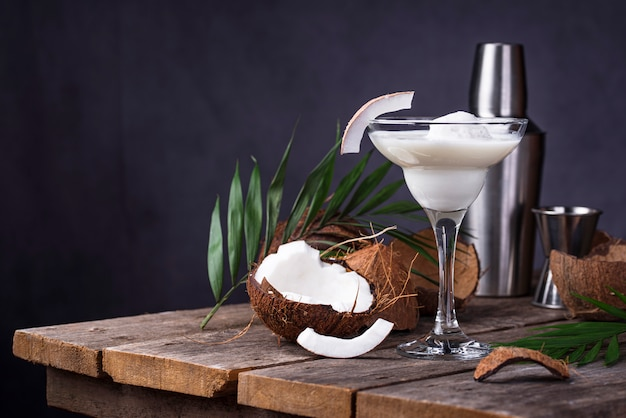 Cóctel margarita de coco con helado