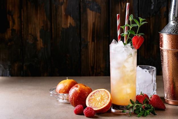 Cóctel de naranja de sangre con ginebra