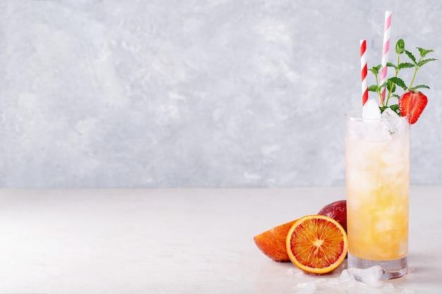 Cóctel de naranja de sangre