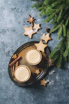 Cóctel de navidad ponche de huevo
