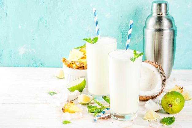 Cóctel tropical, piña colada, piña y coco mojito o batidos