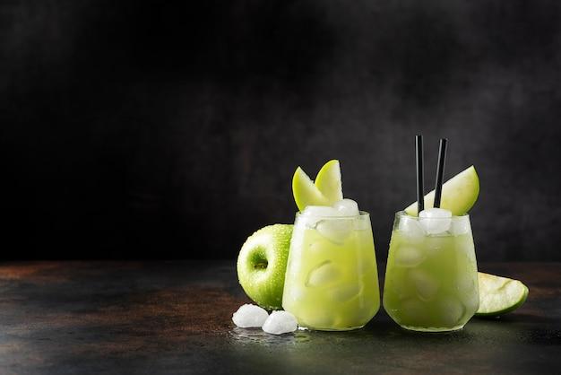 Cóctel de verano con manzana verde